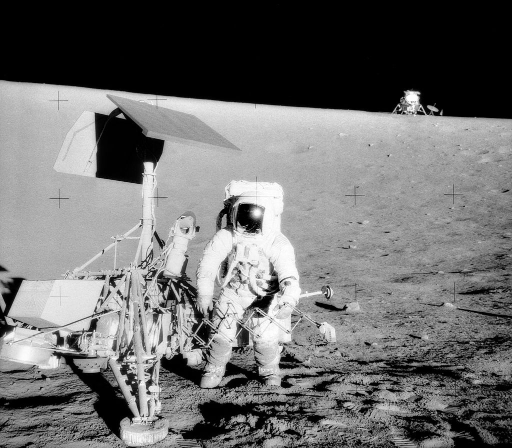 1024px-Surveyor_3-Apollo_12