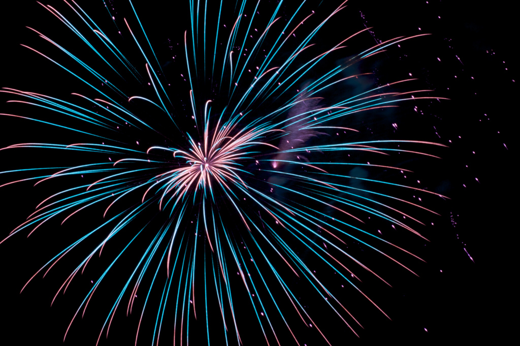 Fireworks display in Raymore, Missouri (credit: jeff_golden/Flickr Creative Commons)