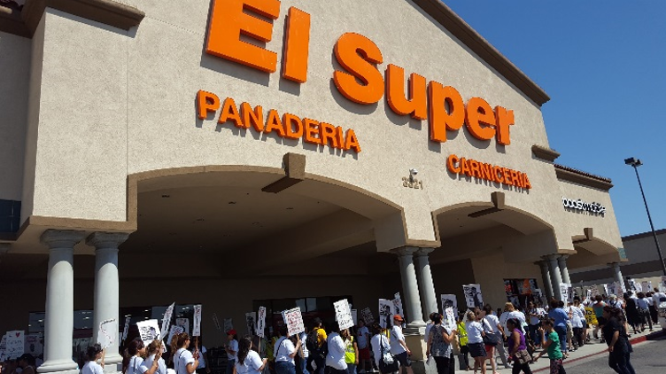 SIUW women take action alongside UFCW union picketers to support workers employed by El Super in Inglewood, CA.